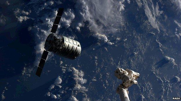 Le cargo Cygnus d'Orbital Science Corporation en approche de l'ISS.