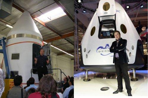 Elon Musk pose devant sa capsule Dragon. A gauche en 2006, à droite en 2014.